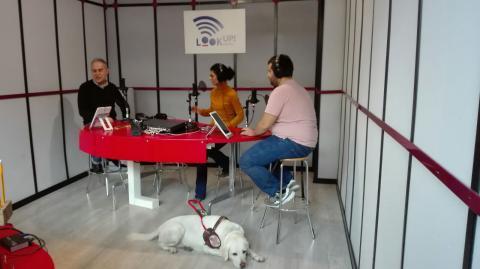lo staff di nv radio negli studi di Look Up Radio